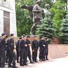 В Алматы оцепили старую площадь. Начались задержания