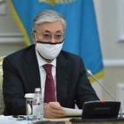 Токаев подписал закон, устанавливающий запрет на любые подарки госслужащим