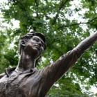 Возле памятника Денису Тену появится парковая зона