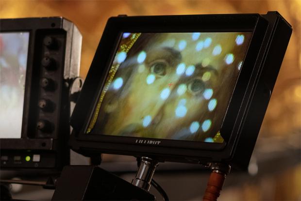 Молитвы, провода и камеры: Как проходила Пасха-онлайн