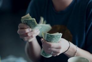«Вернут ли деньги?»: Казахстанцы о ликвидации Банка Астаны