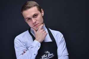 Косметолог, мастер маникюра и бухгалтер: Казахстанцы в стереотипно женских профессиях