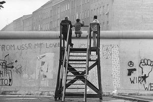 Спектакль «Зовите меня Джордж», открытие немецкой фотовыставки и показ фильма «Одинокий мужчина»