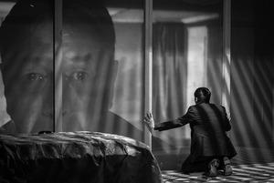 От «Макбет» на казахском до спектакля-лекции о дезинформации: Что посмотреть в театрах Алматы