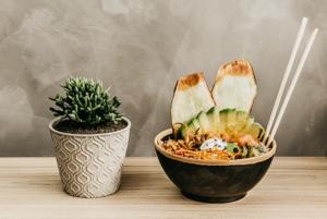 Пять рецептов боулов: Ретроградный, с кускусом и креветками