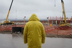 Успеть за 15 дней: Как строят госпиталь в Алматы