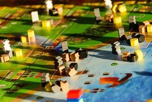 19 лучших настольных игр — для детей, семьи и друзей
