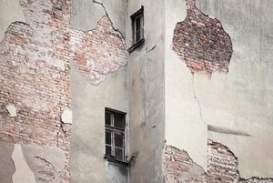 Плиткопад: Что делать, когда разваливается дом?