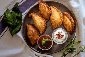 Как провести выходные по-грузински, но в Алматы: Хачапури, застольные тосты и песнопение