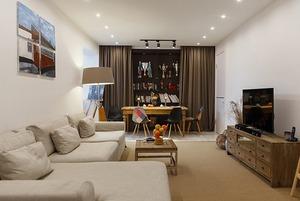 Светлая квартира с канарейкой и картинами