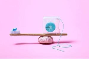 Как пользоваться зубной нитью, ершиком и ирригатором