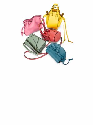 Гид от Calvin Klein, духи по городам и стипендии от Coach: Что нового в мире моды?