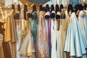 7 сервисов по аренде выпускных платьев в Алматы