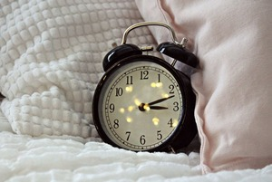 Просыпаться по первому звонку будильника