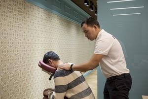 Chairmassage: Как семейная пара запустила первый в Алматы сервис массажа с выездом в офис
