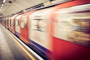 Что делать, если упал на рельсы в метро