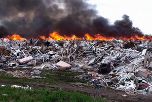 Близ Алматы горел мусорный полигон. Что делать горожанам?