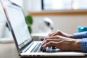 Умещать запрос или новость в одном сообщении в мессенджере и почте