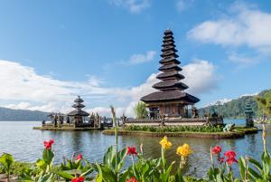 «Здесь боготворят маленьких детей и беременных женщин»: Казахстанцы на Бали