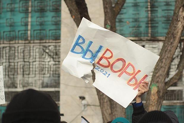 Как прошли митинги в Алматы: СОБР, оцепление и порванные плакаты