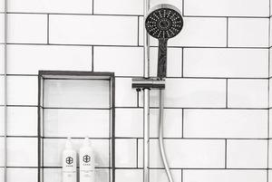 Мыться просто водой — без геля или мыла